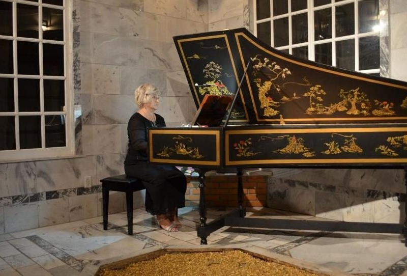 Ms.Wazzi at the harpsichord